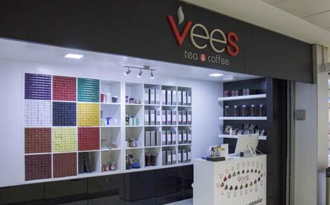Rótulo de letras corpóreas Vees Café & Té